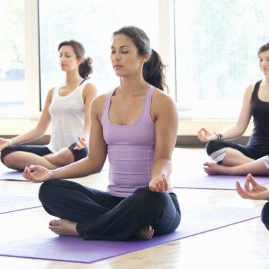 Cum te ajuta yoga sa ai o alimentatie sanatoasa?